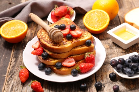 french toast with berry Stockfoto