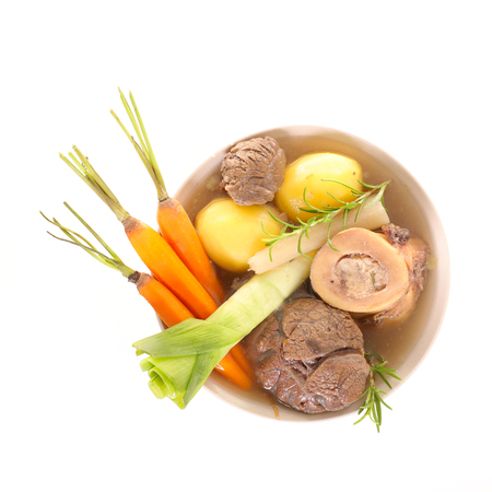 boeuf avec des légumes et le bouillon, pot au feu