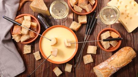 Fondue au fromage suisse Banque d'images - 65561896