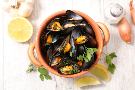 boiled mussels with parsley