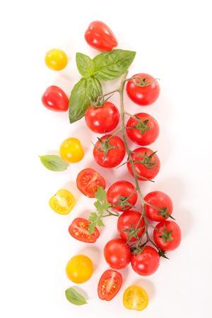 tomate cherry: tomate cherry y albahaca