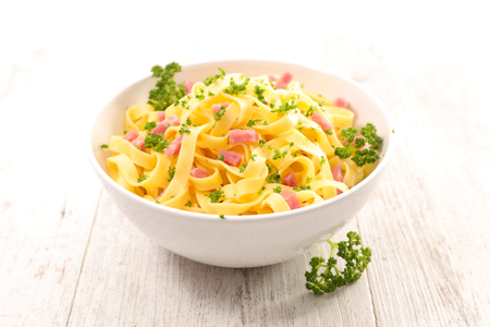 alimentation: tagliatelle with bacon and parsley