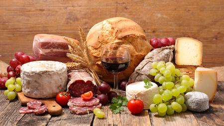 チーズ、肉、ワイン