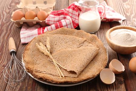蕎麦粉クレープ包み