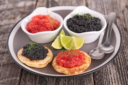 Kaviar mit Canape Standard-Bild - 87426944