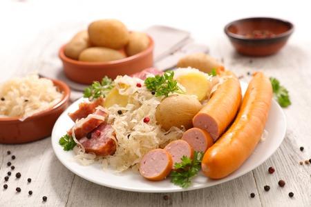 witte kool met vlees en aardappel
