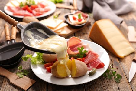 fromage à raclette fondu Banque d'images