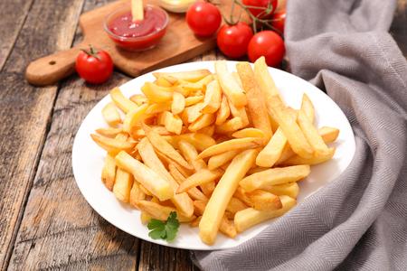 Pommes frites und Ketchup Standard-Bild - 90782885