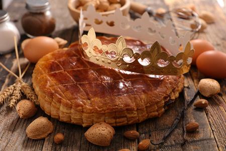 주현절 케이크와 크라운 스톡 콘텐츠