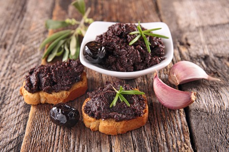 black olive, tapenade 版權商用圖片 - 92530094