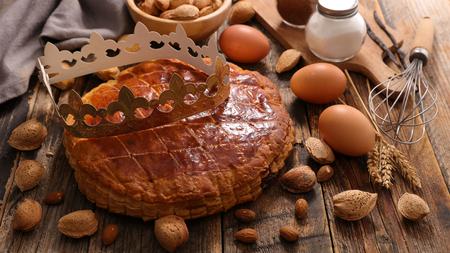 epiphany cake with crown Фото со стока