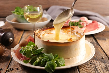 mont d'or, cheese with potato and ham Standard-Bild
