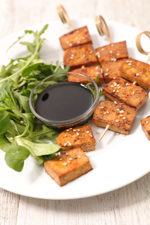 grilled tofu and soya sauce Banque d'images