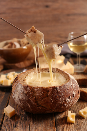 Cheese fondue with wine Banque d'images