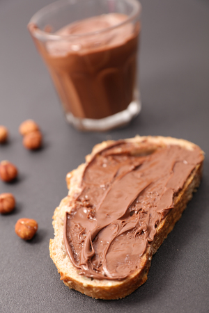 Bread with chocolate spread Stock Photo - 113873063
