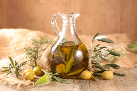 jarra con aceite de oliva Foto de archivo