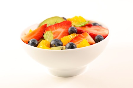 mixed fruit salad on white background Stockfoto - 121799894