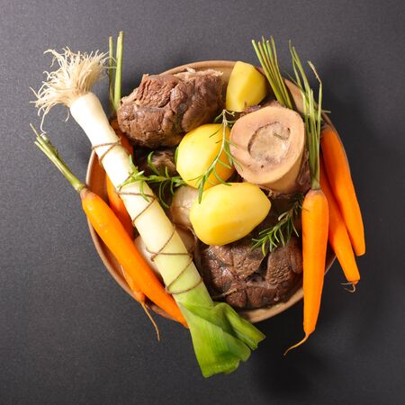 pot au feu, french gastronomy- beef, broth and vegetable Banque d'images