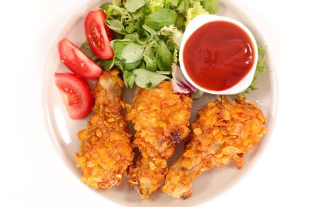 crispy chicken leg with salad and ketchup Stockfoto