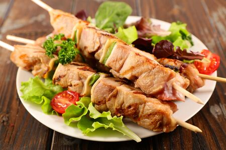 grilled beef skewer with salad and tomato