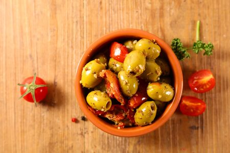 olive and dried tomato, antipasto on wood background Stockfoto
