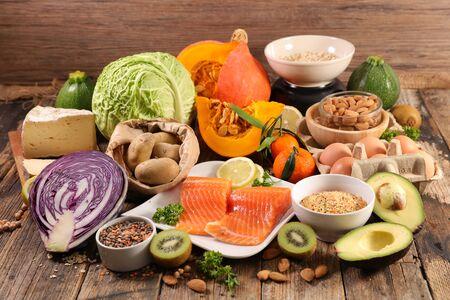 aliments sains - fruits, légumes, céréales, composition de poisson saumon - mode de vie sain