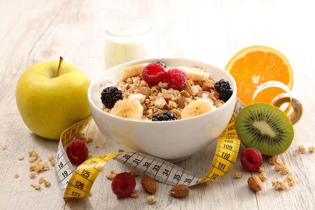 Petit-déjeuner sain muesli aux fruits et au lait Banque d'images