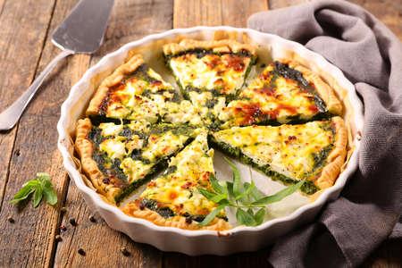 vegetable quiche- spinach, cream and cheese Standard-Bild