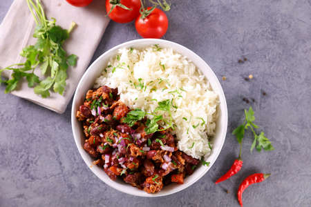 chili con carne and rice 版權商用圖片