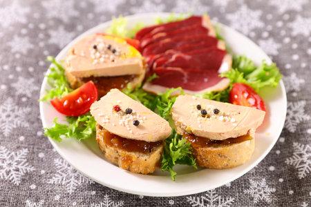 festive salad with foie gras toast 版權商用圖片