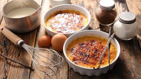 creme brulee. dessert with caramel 版權商用圖片