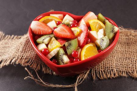 fresh fruit salad in heart bowl 版權商用圖片