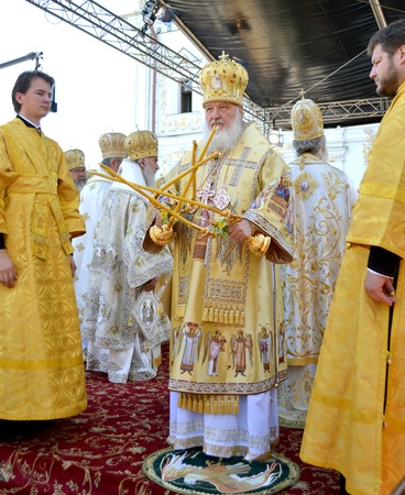 rus: Kiev, Ukraine, the Holy Dormition Kiev-Pechersk Lavra, the celebrations in honor of the anniversary of baptism rusib - July 27, 2013: Patriarch Kirill blessed the people in worship in honor of the anniversary of 1025 anniversary of the baptism of Rus in K