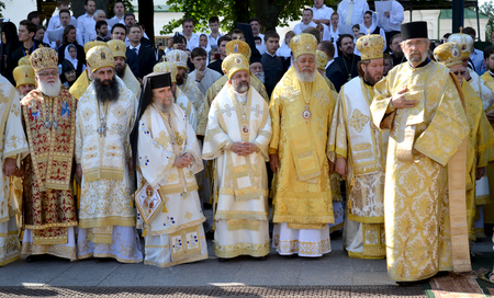 priesthood: Kiev, Ukraine, celebration liturgy in honor of the baptism of Rus in Kiev Pechersk Lavra - 27 July 2013 -: Patriarch Kirill and the other bishops on the service in Kiev, in the Kiev Pechersk Lavra