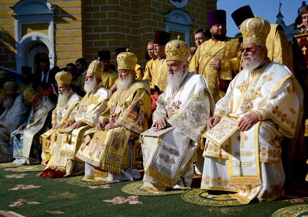 Kiev, Ukraine, célébration liturgique en l'honneur du baptême de Rus à Kiev Pechersk Lavra - 27 juillet 2013 -: Patriarche Kirill et les autres évêques sur le service à Kiev, Kiev Pechersk Lavra Banque d'images - 78123948