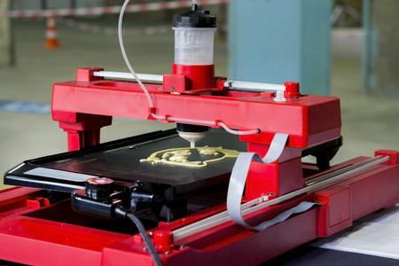 hotcakes: 3d printer that printing a liquid dough. 3D printer printing pancakes with liquid dough different shapes close-up. Modern additive technologies 4.0 industrial revolution Stock Photo