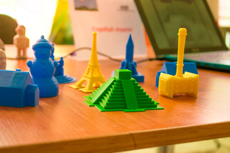Small prototypes of different objects printed by a 3d printer close-up. Automatic three dimensional 3d printer performs plastic modeling in laboratory. Progressive modern additive technology Stock Photo