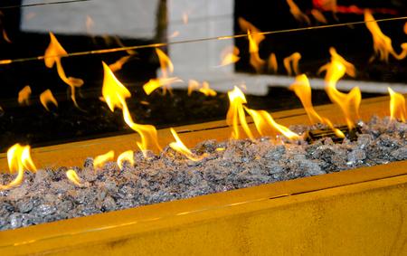 Moderne Bio-Fireplot auf Ethanol-Gas-Nahaufnahme Standard-Bild - 89398419