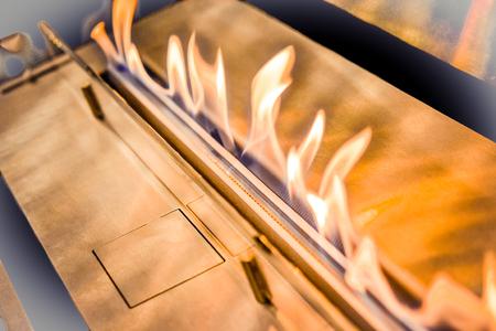 Modern bio fireplot fireplace on ethanol gas. Smart ecological alternative technologies. Contemporary biofuel on ethanol close-up. Energy saving innovation. Interior inside a house Stockfoto