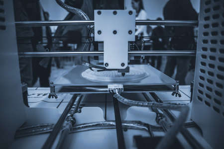The process of working 3D printer and creating a three-dimensional object Standard-Bild