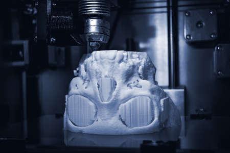 3D printer prints the form of molten plastic white.