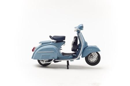 vespa piaggio: Italiano dello scooter d'epoca isolato su bianco