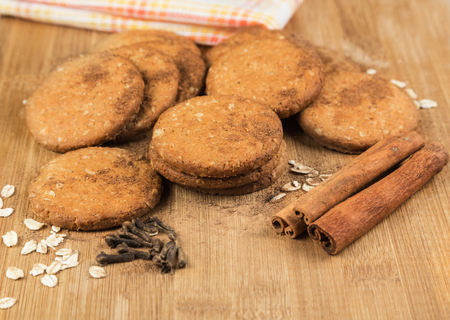 gritting: Cookies honey with nuts, oat flakes, cinnamon and cloves on a wooden surface