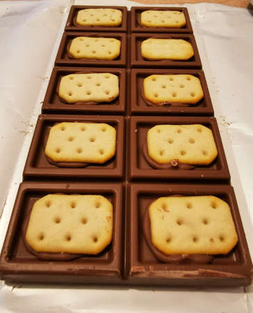 Bar of brown chocolate with salty crackers Zdjęcie Seryjne
