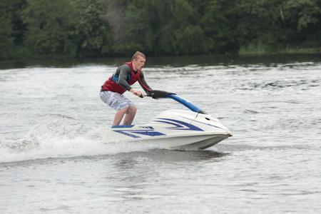 moto acuatica: Action Fotografía Hombre en jet ski. Foto de archivo