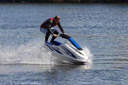agachado: Action Fotograf�a Hombre en jet ski. Jump.