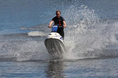 jet ski: Chica Action Fotograf�a en jet ski.