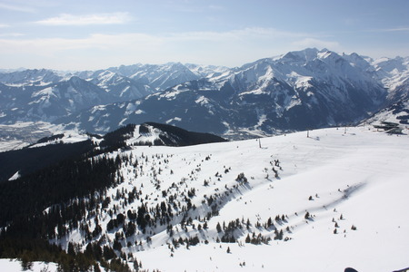 zell am see: Zell am See, skiing resort in Alps.