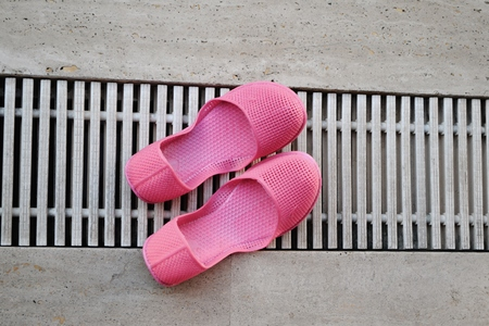 swimming shoes:  swimming shoes