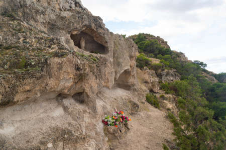 Small sanctuary with offerings to the Virgen del Pilar in the middle of the nature on the ascent to Cabezo del Sillon in Maria de Huerva, Zaragoza, Spain Banque d'images